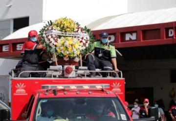 Bomberos despiden con homenaje a compañero fallecido