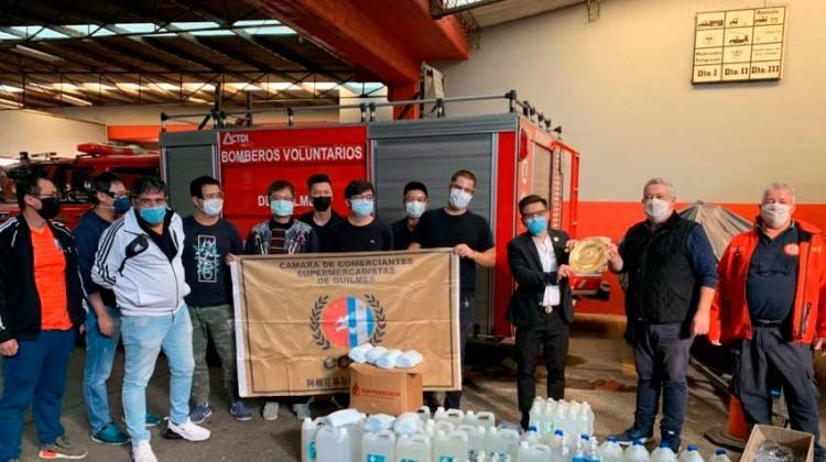 Supermercadistas realizaron donativo de alcohol a los Bomberos de Quilmes