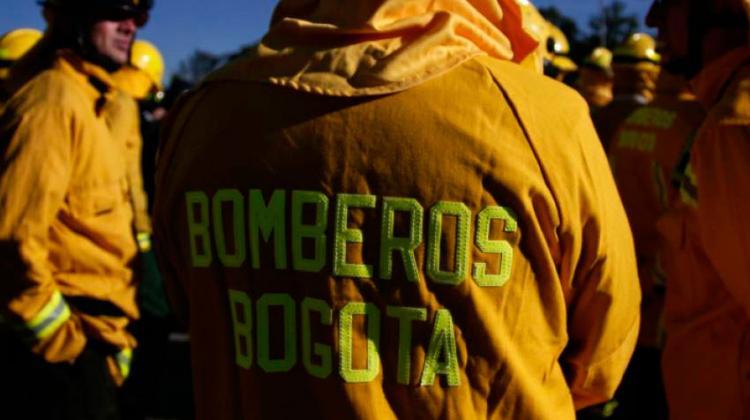 Roban camión con equipos y trajes para los Bomberos