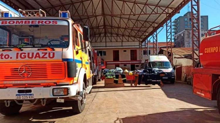 Bomberos de Iguazú celebró su aniversario con la entrega de equipamiento
