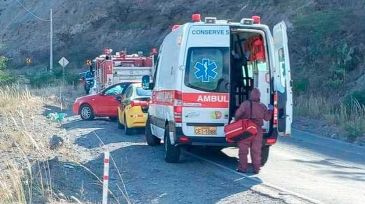 Dos bomberos fallecen tras volcarse motobomba