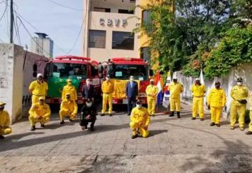 Donan dos carros a los Bomberos Voluntarios Amarillos