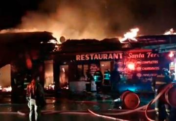 Voraz incendio afectó varios locales comerciales en Molina