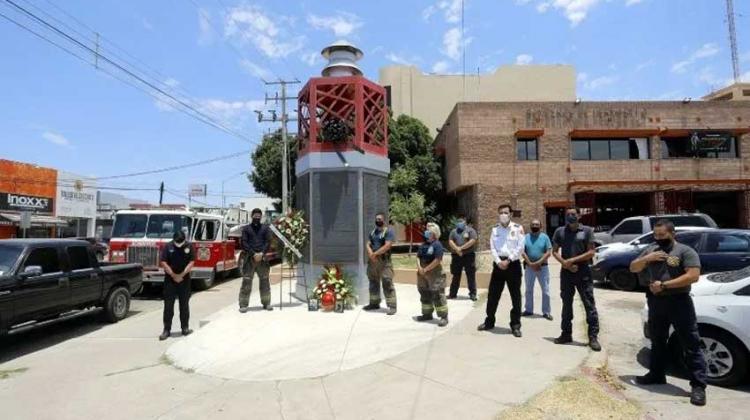 Dan el último adiós a oficial de Bomberos en Hermosillo