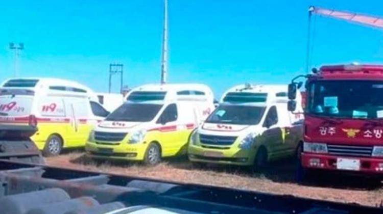 Bomberos de Corea donan carros y ambulancias