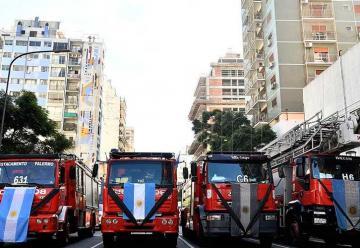Bomberos homenajearon a sus compañeros fallecidos en incendio