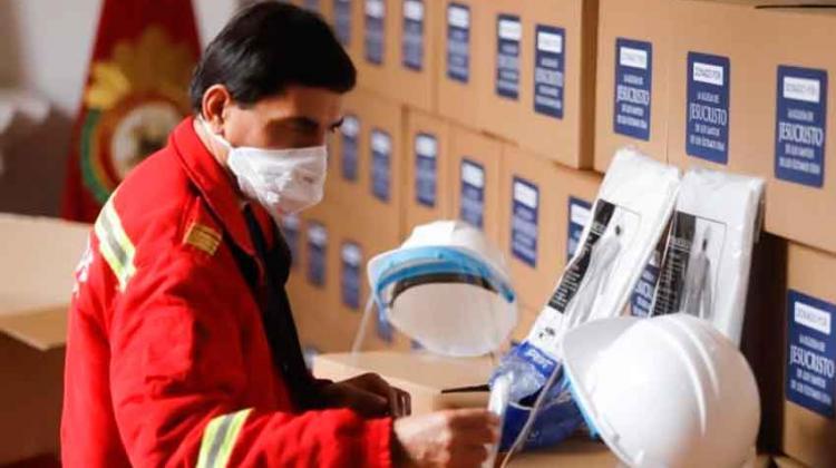 Bomberos Voluntarios de Perú reciben equipos sanitarios