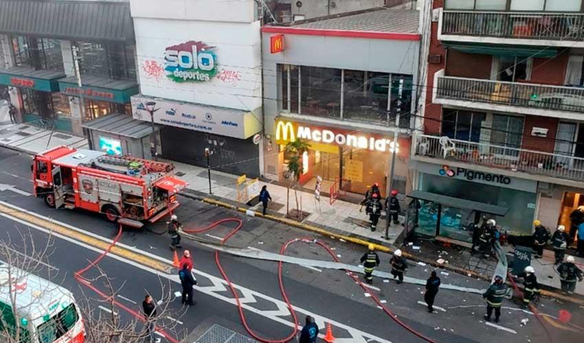 Dos bomberos murieron y otros seis heridos en Incendio y explosión