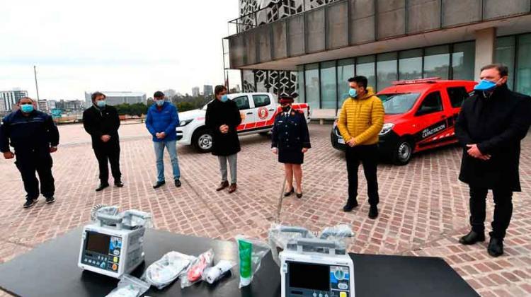 Bomberos voluntarios recibieron equipos para emergencias