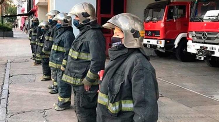 Sirenas y aplausos: Emotivo homenaje a los bomberos muertos en Villa Crespo