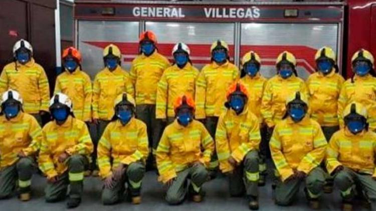 Bomberos presentaron sus nuevos trajes forestales
