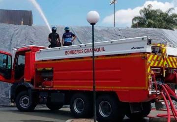Bomberos compran 7 camiones para renovar parque automotor