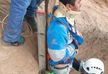 Un obrero cayó dentro de un pozo y fue rescatado por Bomberos