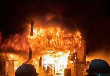 Un bombero sufrió principio de asfixia en incendio de Ferretería