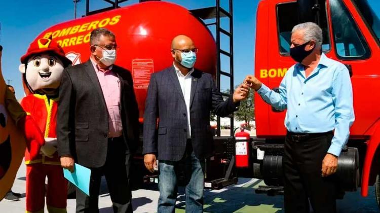 Entregan camión cisterna al Cuerpo de Bomberos de Torreón
