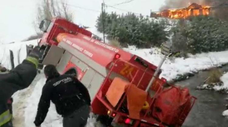 Camión de Bomberos volcó cuando llegaba a combatir incendio