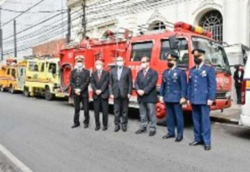 Japón entregó en donación ambulancias y autobombas a bomberos del Paraguay