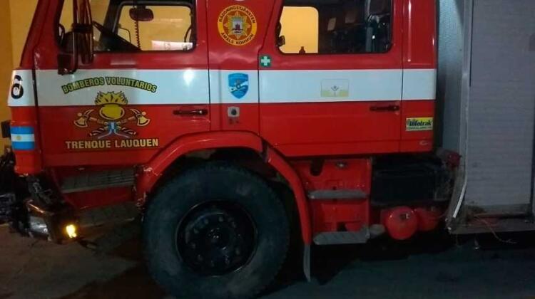 En emergencia: Móvil de Bomberos sufrió daños severos