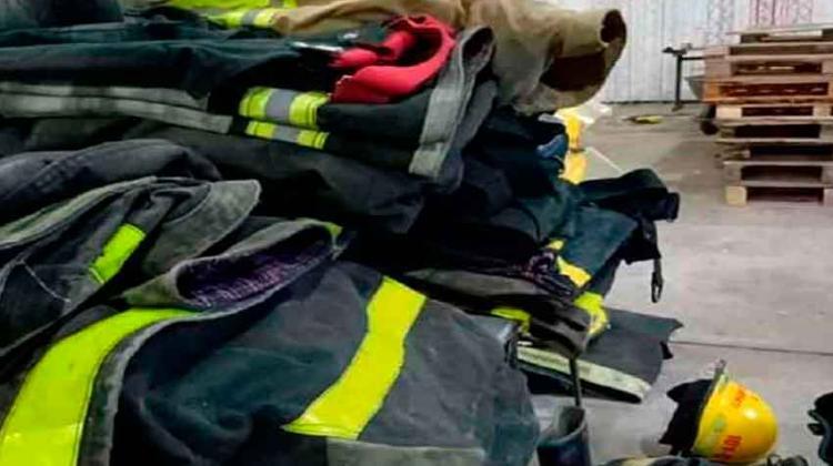 Bomberos de Rauch donó ropa al nuevo Cuartel de Bomberos de Gardey