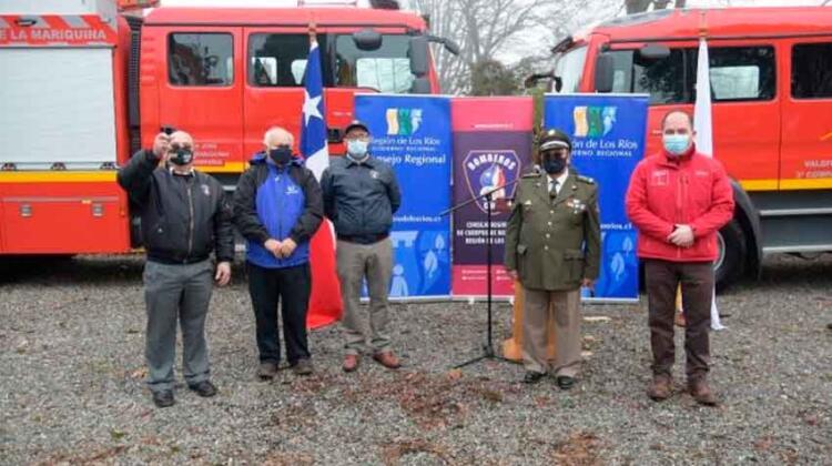 Gobierno Regional entregó carros al Consejo Regional de Bomberos
