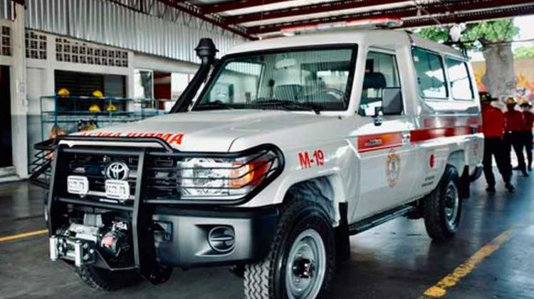 Japón dona ambulancia a bomberos voluntarios