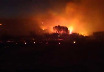 Bomberos combaten focos de incendio en Tanti y La Calera