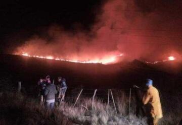 Un bombero se desbarrancó mientras combatía el fuego