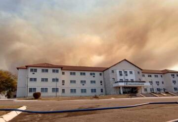 Bomberos combaten dos incendios en La Calera y en Río Ceballos
