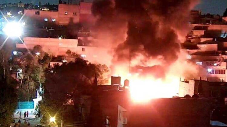 Incendio consume bodega de plástico y madera en Atizapán