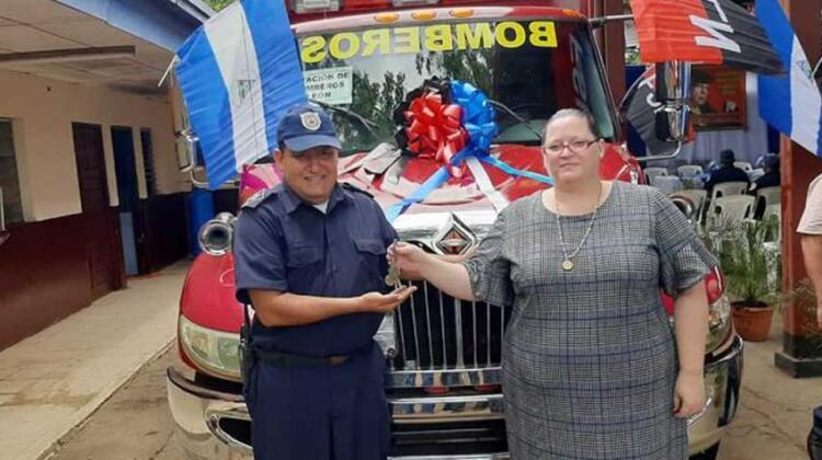 Entregan moderna ambulancia al cuerpo de Bomberos de León