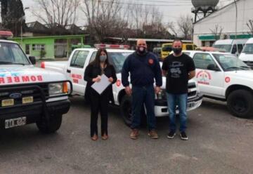 La Secretaría General donó camionetas a los Bomberos de Berisso
