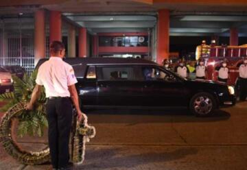 Emotiva despedida a bombero que falleció a causa del COVID-19