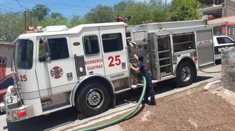 Lucero es la primera maquinista de Bomberos en Guaymas