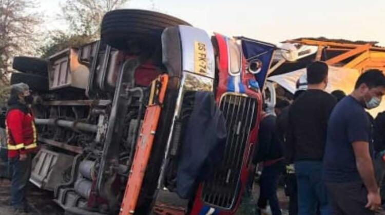 Bomberos lesionados deja volcamiento de Unidad B2 Bomba Maipo
