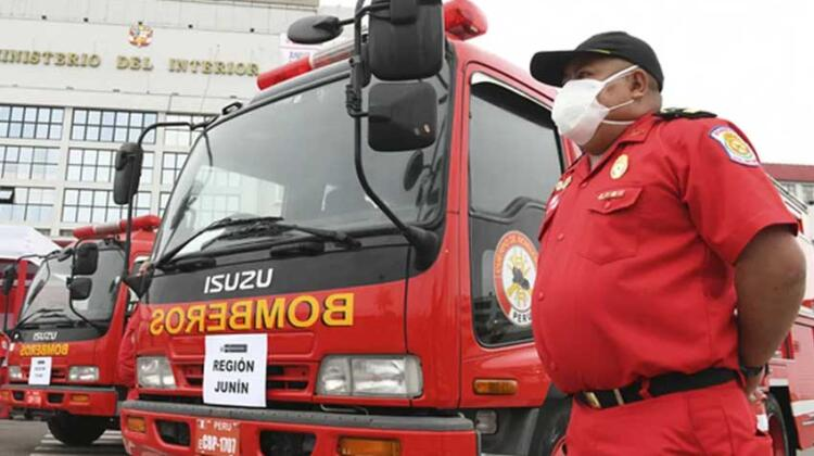 Japón donó vehículos de emergencia a Bomberos del Perú