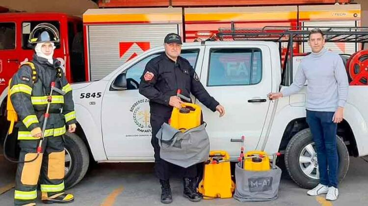 Bomberos reciben equipo para incendios forestales