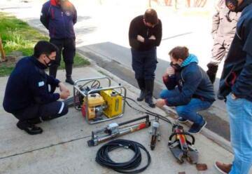 Bomberos de Aldea San Antonio recibió equipo de rescate vehicular