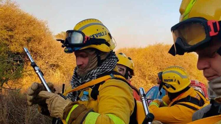 Incendios en Córdoba: fue a trabajar y le robaron el equipo de bombero