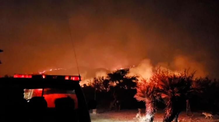 Decretan el alerta roja por incendio forestal en Papagayos