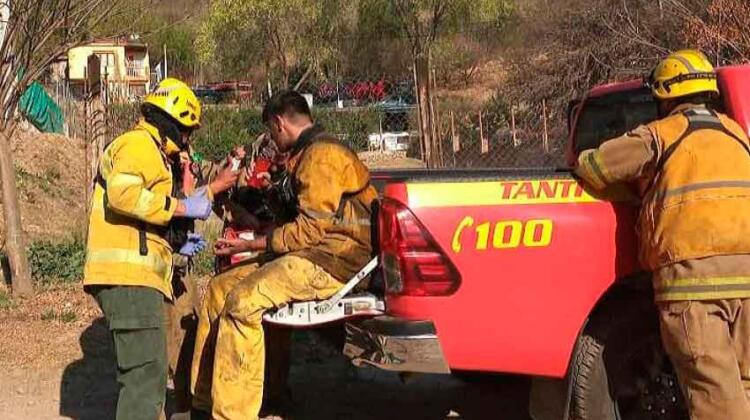 Incendios forestales: hay evacuados y cuatro bomberos heridos