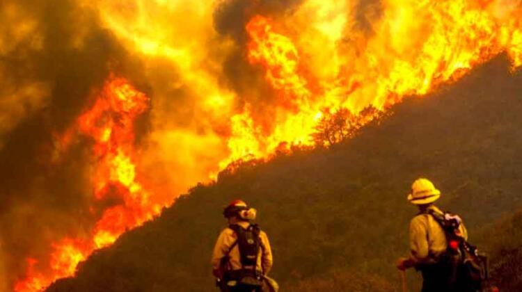México envía bomberos a combatir incendios en California