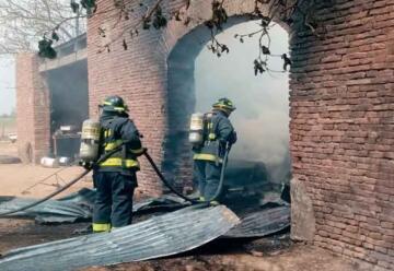 Bomberos fueron golpeados cuando apagaban un incendio