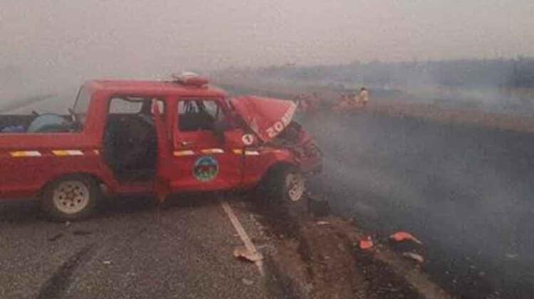 Un móvil de los Bomberos sufrió un accidente al colisionar contra un cisterna