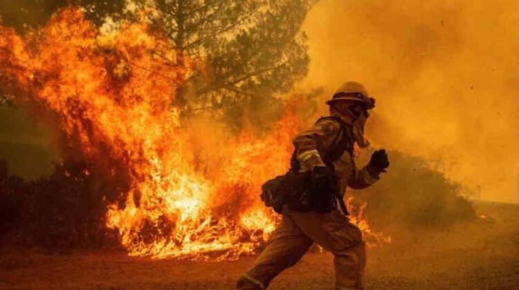 Un bombero voluntario perdió su trabajo por ir a apagar incendios