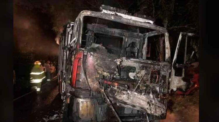 Camión de bomberos se incendia en Bayaguana