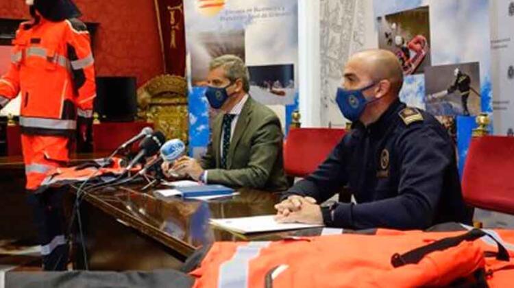 Los Bomberos de Granada estrenan nuevos trajes