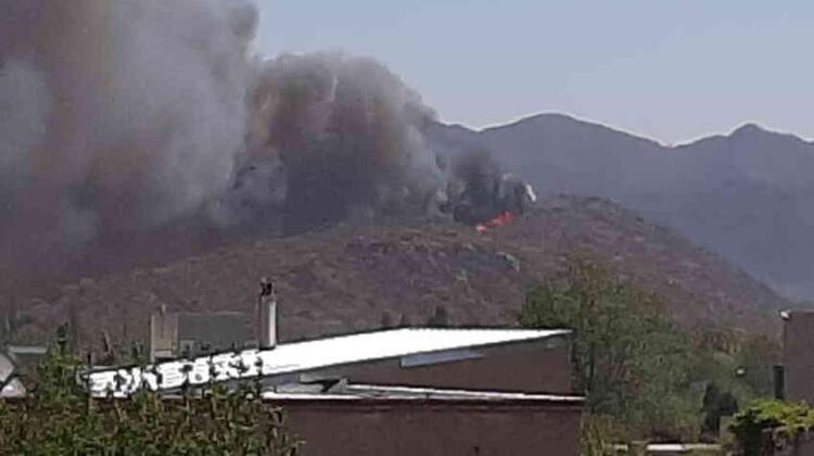 Bomberos combaten un incendio en Juana Koslay