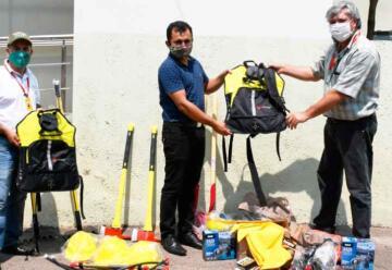 Entrega de Equipamiento contra incendios forestales a Guardaparques