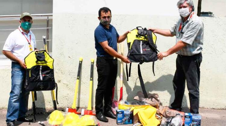 Equipamiento contra incendio forestales a Guardaparques