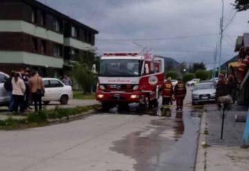 Dos bomberos resultaron afectados en un incendio
